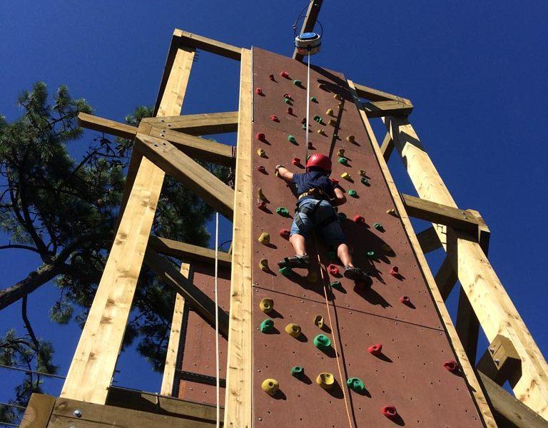 Tour d'escalade dans le parc accrobranche à Anglet avec Evolution 2 Pays Basque